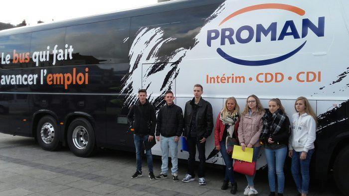 Le bus de l'emploi et ses candidats