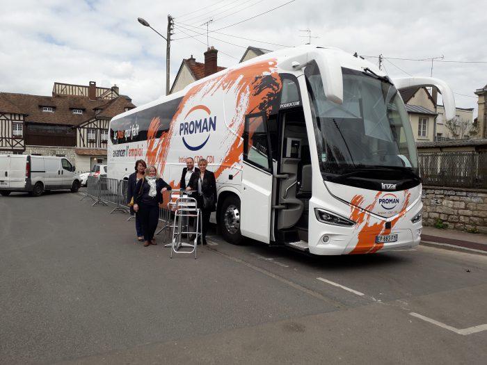 Bus de l'emploi à Vernon