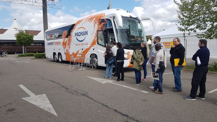 Bus qui fait avancer l'emploi à Mulhouse
